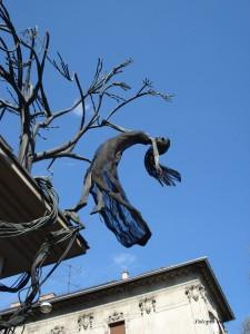 Vještica ispred hotela