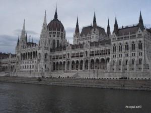 Zgrada parlamenta-pogled s Dunava