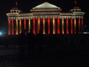 Arheološki muzej s upaljeni svjetlima
