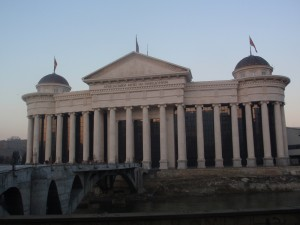 Arheološki muzej i novi most na Vardaru