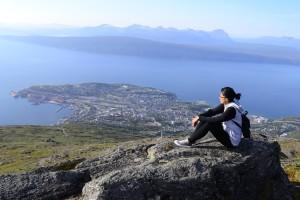 Na vrhu planine Fagernesfjellet, pogled na Narvik i Ofotfjord