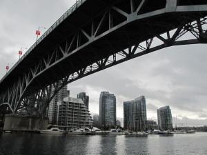 Pogled ispod mosta