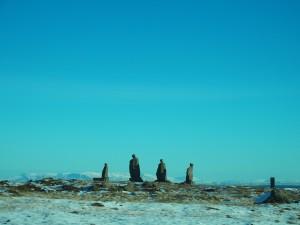 Diljem-otoka-nalaze-se-slične-grupe-kamenih-ljudi