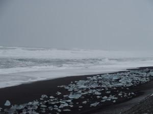 Diljem plaže možete naći dijelove kristalnog leda