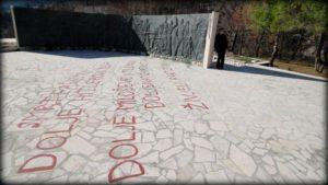 Spomenik između Pijavićina i Trstenika