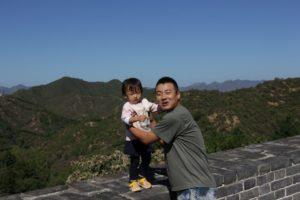 kineski-zid-mlada-penjacica-i-tata