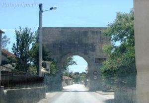 Putopis Starigrad: Grbe i rimska vrata