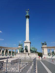 Kip arkanđela Gabrijela na Trgu heroja