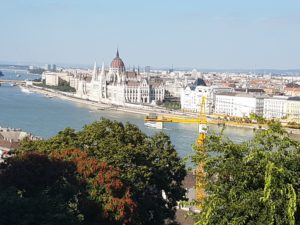 Pogled s Ribarske utvrde na mađarski parlament