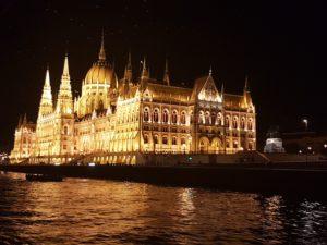 Kao iz bajke – parlament u Budimpešti noću :)